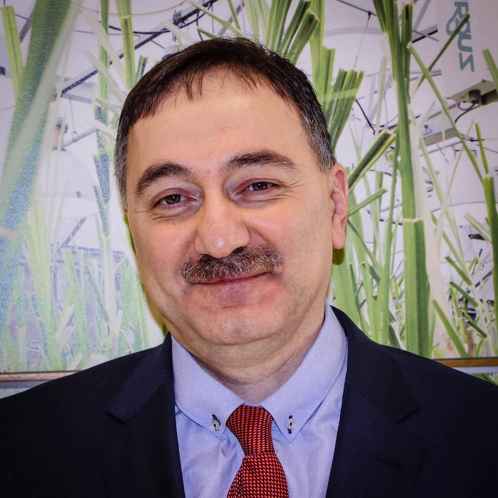 Dr. Yilmaz Sozer